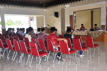 Ketua LKAAM Kota Pariaman Mukhlis Rahman beri sambutan pada acara rapat pengurusw (foto/humas)