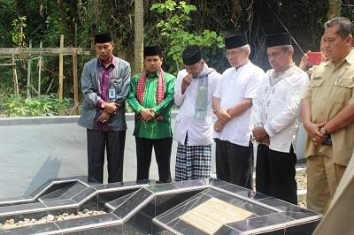 Wakil Bupati Ferizal Ridwan ziarah ke makam tokoh pendidikan Syekh Abdul Wahid.