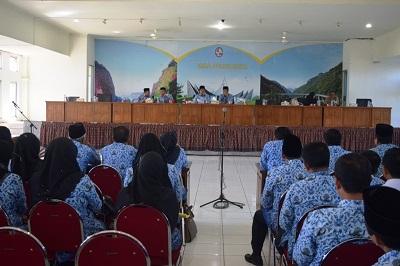 Wakil Bupati Limapuluh Kota Ferizal Ridwan saat memberi pemaparan dalam rapat koordinasi dengan pejabat eselon ii dan ii di aula kantor bupati