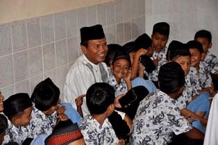 Wawako Pariaman Genius Umar Berinteraksi Dengan Murid MDTA Nurul Jannah