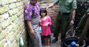 Kodim Jajaran Korem 032/Wbr Serahkan Jamban Sehat Untuk Warga