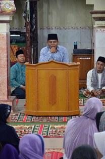 Camat Hendri mewakili wako pariaman memberikan sambutan peringatan isra miraj di mesjid raya koto marapak