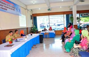 para pengurus P2TP2A Kota Pariaman berdialog dengan wawako pariaman (foto/humas)