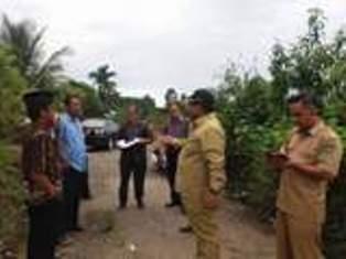 Wakil Bupati Padangpariaman, Suhatri Bur meninjau lokasi pembangunan kampus Unand di Kayu Tanam