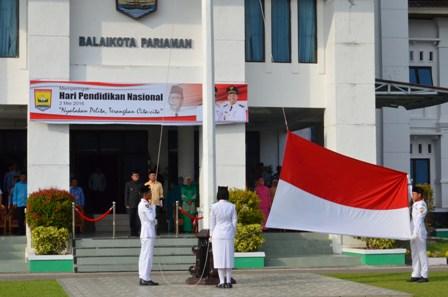 Walikota Mukhlis Rahman pimpin upacara hardikdnas di balaikota pariaman