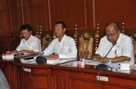 Wakil Walikota Pariaman Genius Umar dalam jumpa perss di kantor walikota pariaman