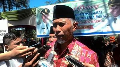 Walikota Padang H Mahyeldi Dt Marajo melarang seluruh Aparatur Sipil Negara (ASN) di lingkup Pemerintah Kota Padang meminta Tunjangan Hari Raya (THR).