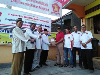 H Almaisyar dan pengurus Partai Gerindra serahkan formulir pendaftaran