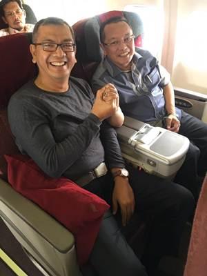 Padang Banjir, Riza Falepi dan Almaisyar Jabat Erat, Duduk Berdampingan, Mendarat di Pekanbaru