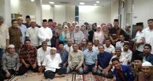 Foto bersama Ika Smantri Padang Daerah Riau dalam araca buka puasa bersama, Minggu (19/6/16).