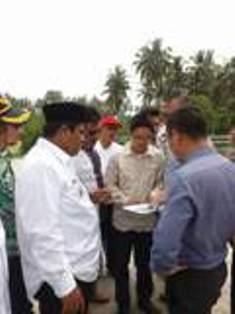 Wakil Bupati Padangpariaman Suhatri Bur memaparkan letak geografis daerah Padangpariaman kepada innestor Cina