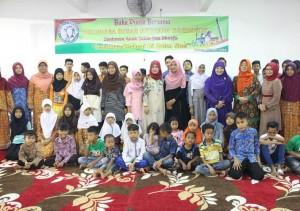 Organisasi Roehana Koeddoes membagikan zakat kepada 248 orang yang terdiri dari kaum duafa dan anak yatim yang ada di Kota Padang.