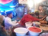Ali Mukhni Memantau Kebutuhan Pokok di Pasar Tradisional Lubuak Aluang
