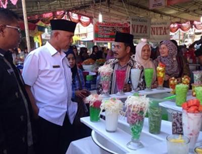 Walikota Padang H Mahyeldi Dt Marajo saat melakukan inspeksi mendadak ke Pasar Pabukoan, Kamis (8/6).