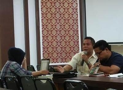 Kasi Olahraga Prestasi Denitral bersama Kabid Pemuda dan Olahraga dalam Rakor Koni Payakumbuh.