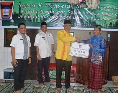 Walikota menyambangi Masjid Nurussa'adah di Lubuk Bagaluang pada Jumat (10/6) kemarin.