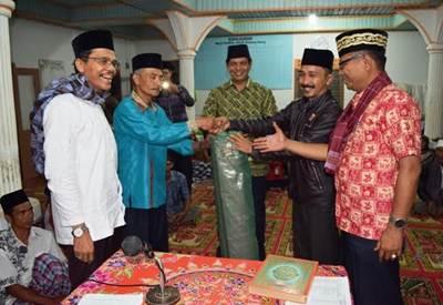 Ketua DPRD Kabupaten Limapuluh Kota Syafarudin Dt. Bandaro Rajo, SH bersama Tim Safari Ramadhan mengunjungi Masyarakat Nagari Talang Anau Kecamatan Gunuang Omeh.