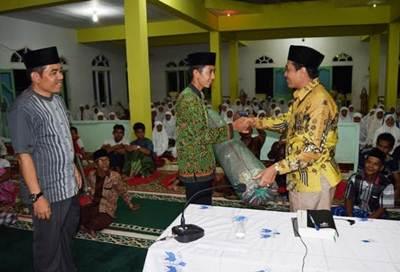 Tim Safari Ramadhan Pemerintahan Daerah Kabuten Limapuluh Kota yang dipimpin Ketua DPRD diwakili Sekretaris DPRD Desri, S.Pd melakukan kunjungan dan silaturahmi ke Masjid Al Iklas Jorong Ronah Maek, Sabtu (11/6).