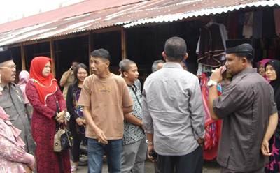 Anggota Komisi B DPRD Payakumbuh turun sidak sidak ke tempat relokasi PKL di kawasan Terminal Sago, Senin (13/6).