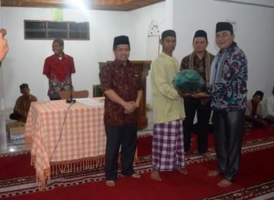 Wakil Bupati Limapuluh Kota Ferizal Ridwan, saat melakukan kunjungan bersama Tim Safari Ramadhan Pemkab di Nagari Solok Bio-bio, Harau, Senin (13/6) malam.