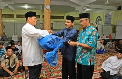 Ketua Pengadilan Agama Lazuarman dalam kunjungan Tim Safari Ramadhan (TSR) Payakumbuh Kelompok I, dipimpin Walikota  diwakili Kepala Bappeda H. Rida Ananda,  Selasa (14/6).