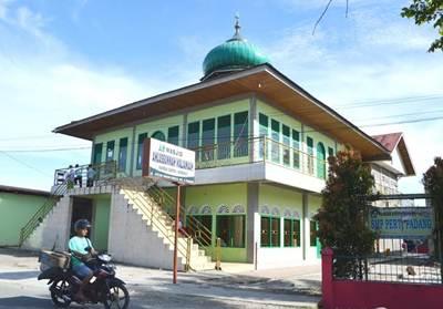 Masjid Ahlussunnah, jalan Syekh Umar Khalil di Sungai Sapih, Kecamatan Kuranji.