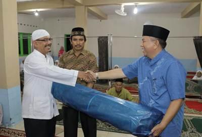 Walikota Payakumbuh H Suwandel Muchtar saat mengunjungi masjid bersama TSR Payakumbuh, menampung aspirasi warga.