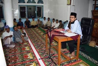 Ketua DPRD Limapuluh Kota Syafaruddin saat berdiskusi dengan masyarakat dalam kunjungan TSR DPRD Kabupaten Limapuluh Kota.