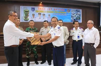Penyerahan hasil penilaian lapangan dari Tim Penilai WTN kepada Walikota Payakumbuh.