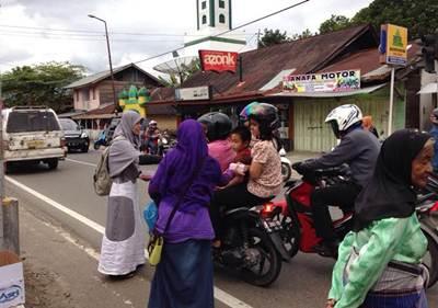 Program Takjil on The Road dilakukan di 4 titik yakni Simpang Napar, Ngalau, Ibuah dan sekitar kantor DPD PKS di Balai Baru, Selasa sore (21/6).