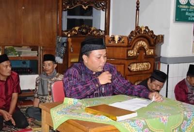 Wendi Candra saat berkunjung bersama TSR Limapuluh Kota ke Masjid Istiqomah Jorong Lombah Sungai Rimbang, Rabu (22/6).