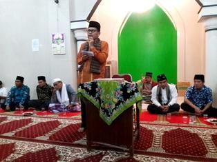 Lukmansyam pada saat memberikan sambutan pada kunjungan tim safari ramadhan