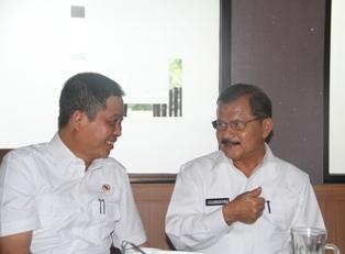 Menteri Perhubungan Ignasius Jonan menyampaikan kepada Bupati Ali Mukhni bahwa Pembangunan Tiram dan BP2IP Tiram tuntas tahun 2017 saat kunjungna kerja kunjungan kerja ke Padang Pariaman di Duku, Kec. Batang  Anai, Kamis (21/7).
