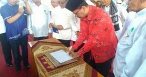 Bupati Irfendi Arbi tanda tangani prasasti peresmian Gedung Bupati