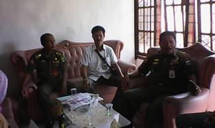 Kasat Pol PP M. Taufik, S.Pd, MM, Kasi PPUD Benardin Erwin, SH  mendatangi Kantor Wali Nagari Sicincin Kecamatan 2 x 11 Enam Lingkung