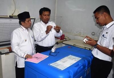 Wakil Bupati Limapuluh Kota saat melaksanakan uji faksin, Rabu (27/7/2016).