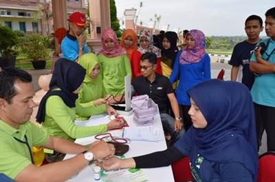 Pemeriksaan kesehatan gratis yang dilaksanakan BPJS Kesehatan Cabang Payakumbuh di halaman kantor Bupati Limapuluh Kota.