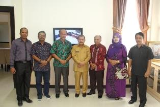 Pengurus PKDP berfoto bersama Bupati Ali Mukhni