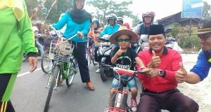 Bupati Limapuluh Kota ikut bersemangat jelang 17 Agustus bersama warga
