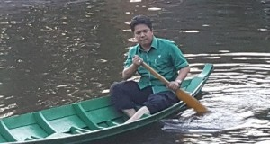 Ketua DPW PKB Sumbar Febby Dt Bangso saat berwisata di Harau