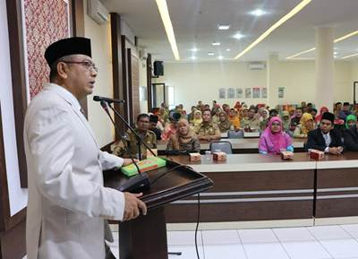 Walikota Riza Falepi melantik Dewan Pengurus Payakumbuh, di aula Balaikota, Selasa (2/8/2016).