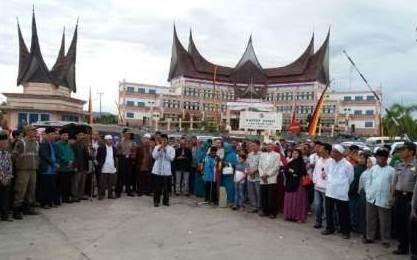 CJH Limapuluh Kota Bertolak dan Bergabung Bersama Emberkasi Padang