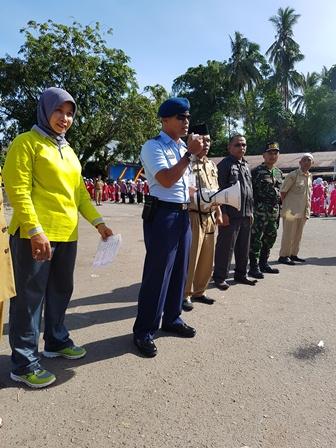 Mayor Udara Yogie Azhar pada saat memberikan sambutan pada acara Gerak Jalan dalam Rangka HUT RI ke 71 di Sungai Limau