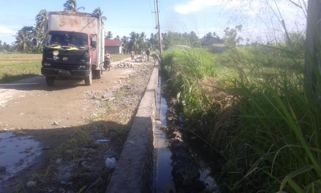 Pembangunan Talud di Singguling Lubuk Alung