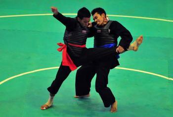 Laga atlet pencak silat Sumbar di PON Jabar.