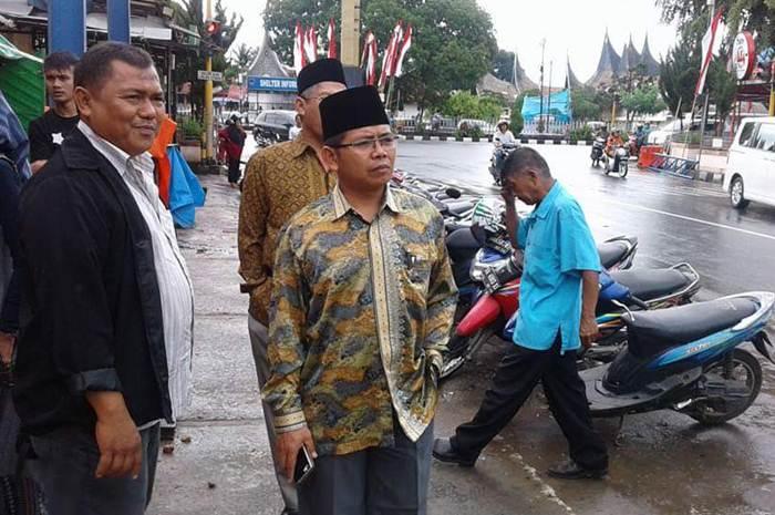Wakil Ketua DPRD Kota Payakumbuh Suparman langsung turun ke lapangan.