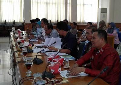 DPRD Kota Payakumbuh melaksanakan Raker di ruang sidang DPRD, Sabtu (27/7).