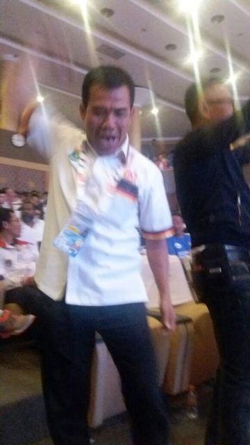 Plt Ketum KONI Syaiful SH MHum; ekspresi kemenangan
