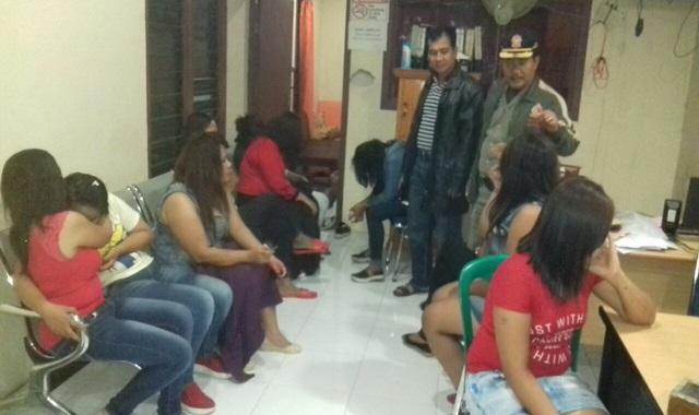 Wanita Penghibur Disalah Satu Kafe di Padangpariaman digiring ke Mapolres padangpariaman Untuk diminta Keterangan