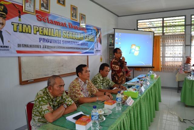 Sekretaris Daerah menyampaikan arahan saat menyambut tim penilai provinsi